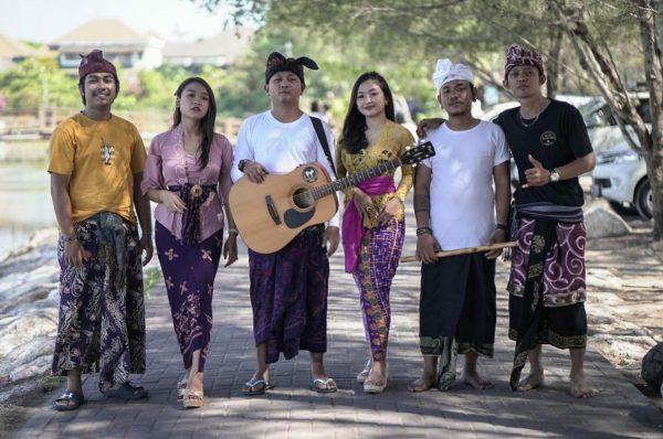 Kiri-Kanan: Wahyu (Shine Akustik), Sintya (Kavami), Ipunk, Santi (i Project Bali), Gus Bajra (Kroncong Jancuk), Alit Chachink (DMBP)./ inimusik